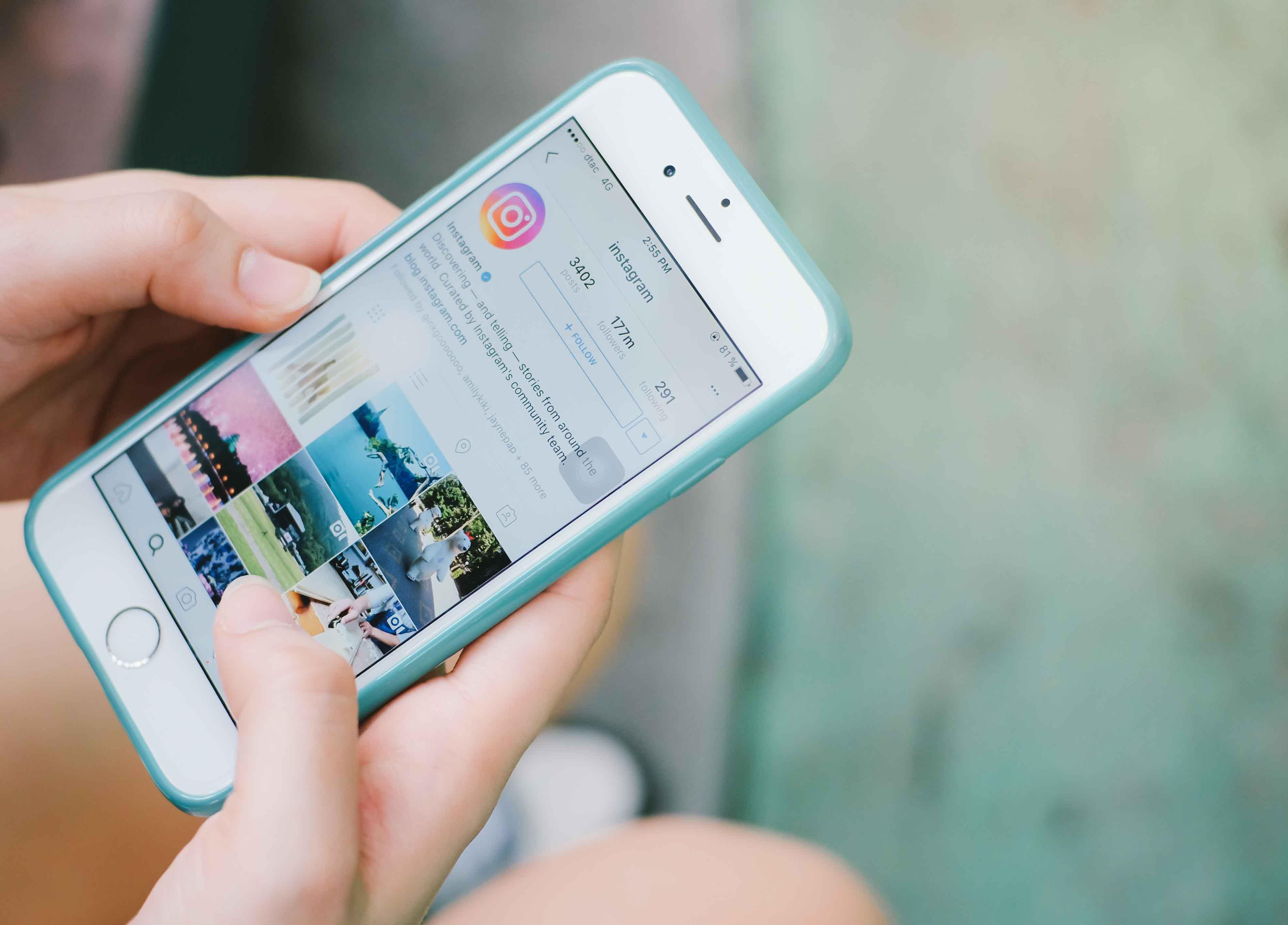 iPhone con Instagram abierto